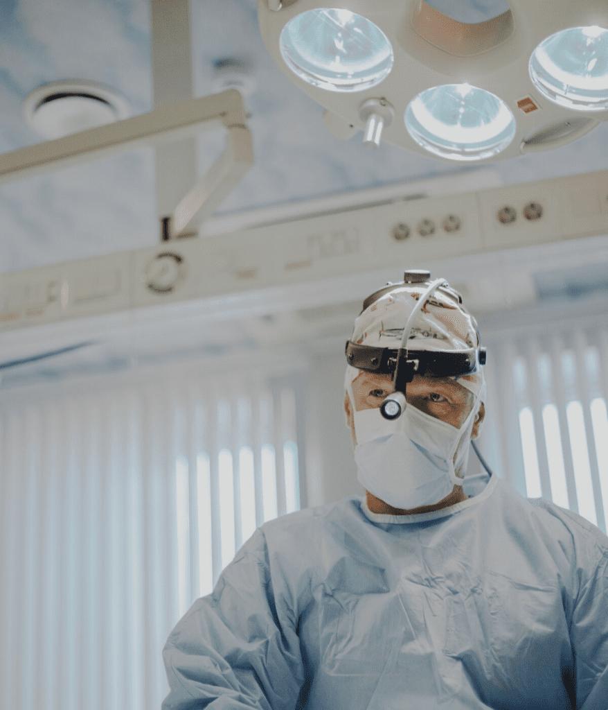 Dr. Jānis Zaržeckis gatavs veikt plastisko operāciju