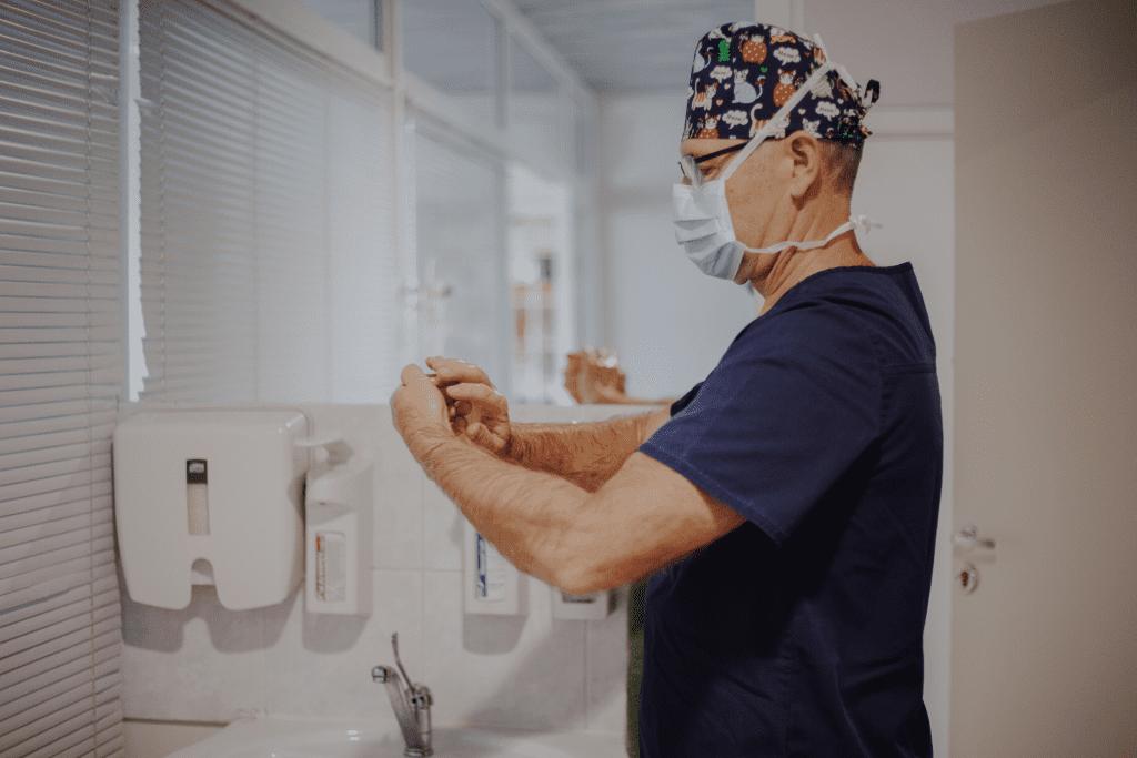 plastiskais ķirurgs Dr. Krūmiņš